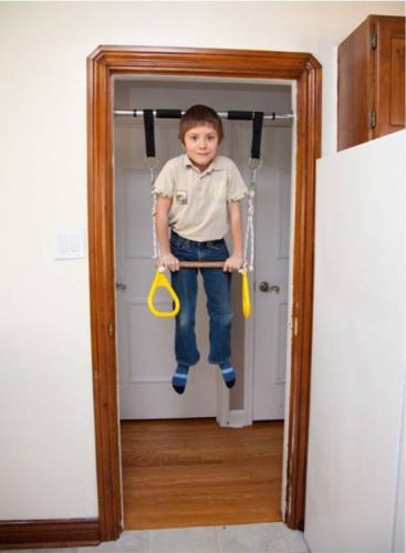 Турник в дверном проеме