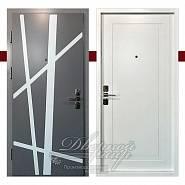 Входная двухцветная дверь для квартиры ТРИУМФ ДМ-441 CISA в производственной компании Дверной Мир